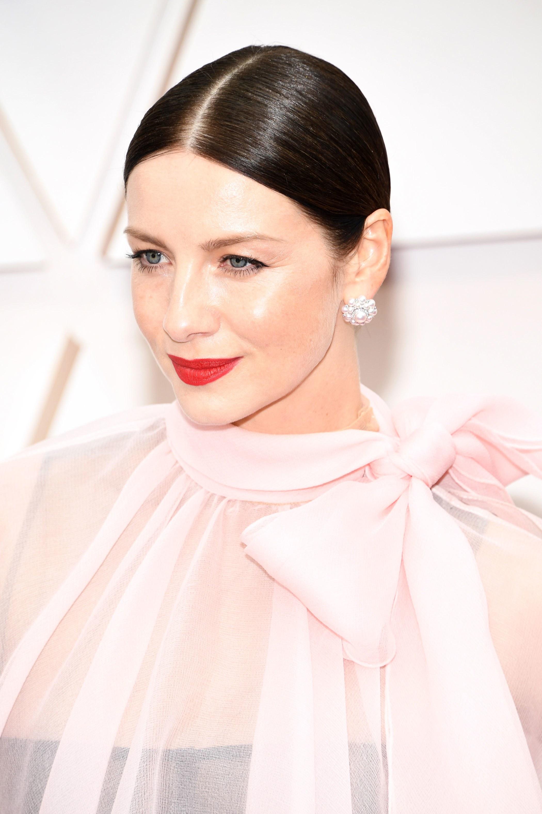 Caitriona Balfe nổi bật tại lễ trao giải Oscar 2020.