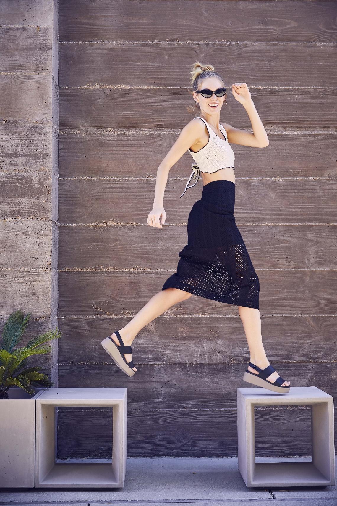 Crocs Brooklyn là đôi giày hoàn toàn phù hợp với các bộ trang phục thoải mái, năng động của mùa hè