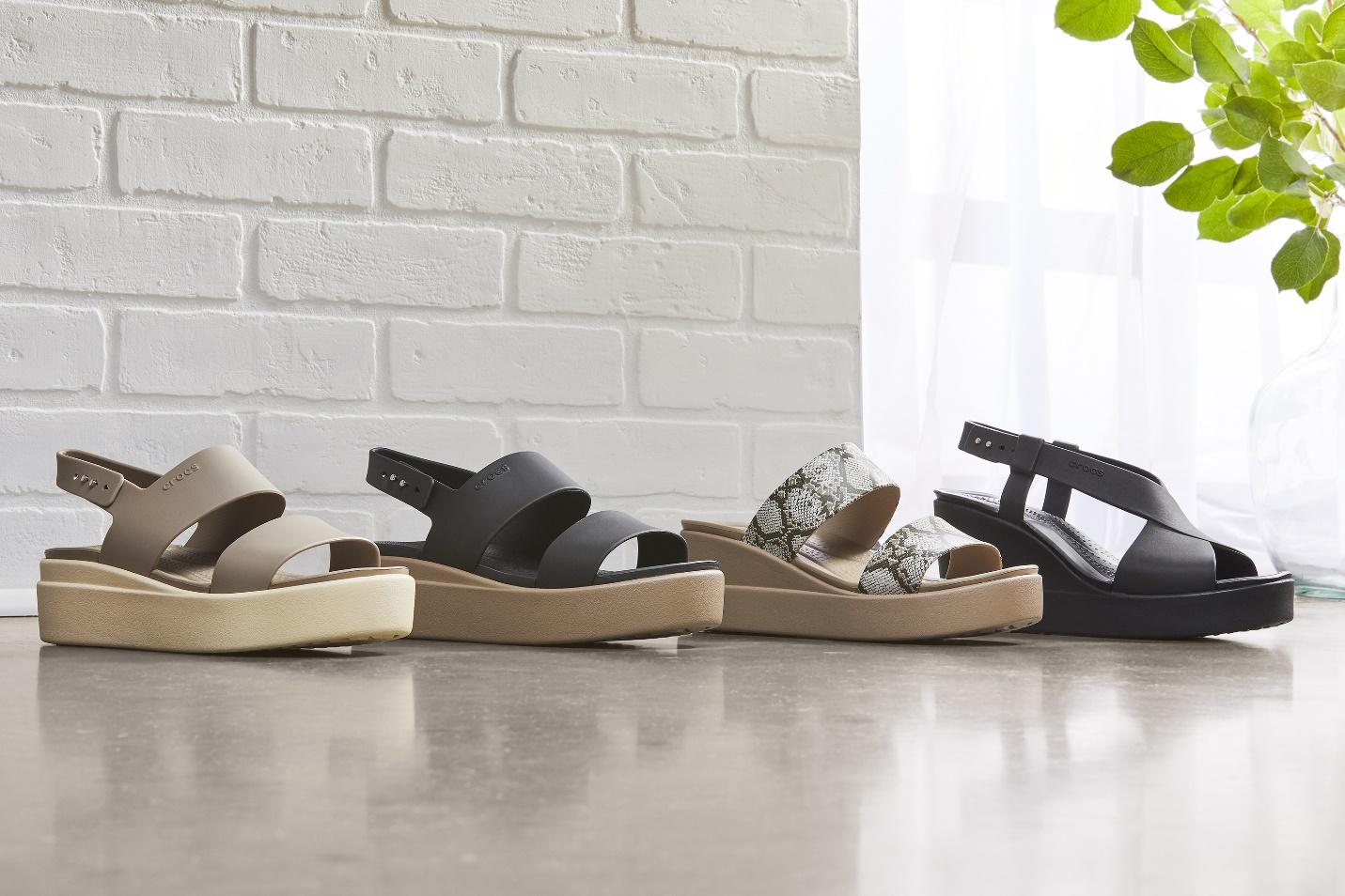 Những đôi Crocs Brooklyn giúp nâng chiều cao nhưng không gây đau chân