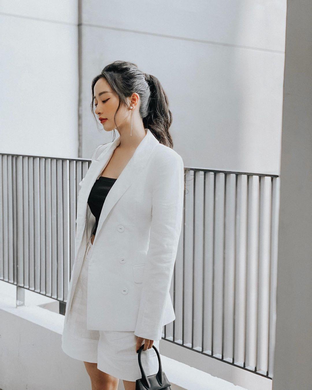 Cô nàng Song Tử Jun Vũ trong bộ suit phom rộng và quần short lửng