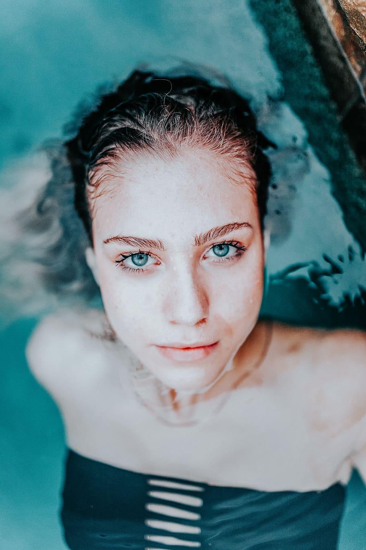 Trị sưng mặt-Cô gái dưới nước.