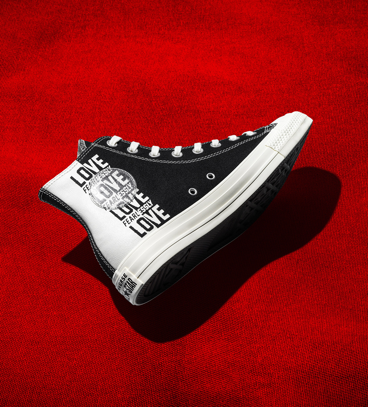 converse love fearlessly chi tiết trong suốt trắng đen