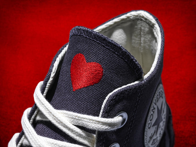 converse love fearlessly trái tim thêu trên lưỡi gà