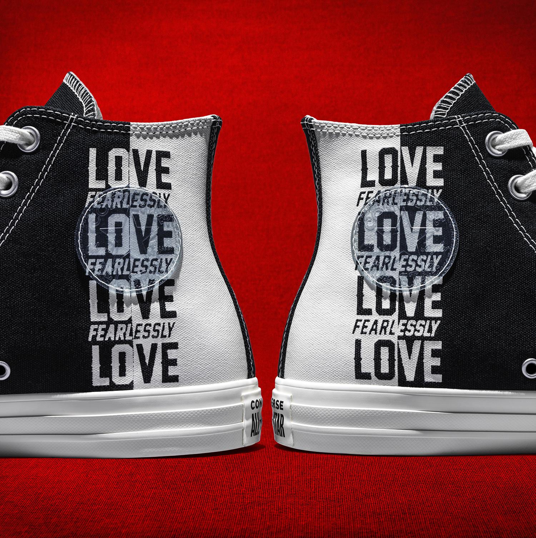 converse love fearlessly thân giày trắng đen