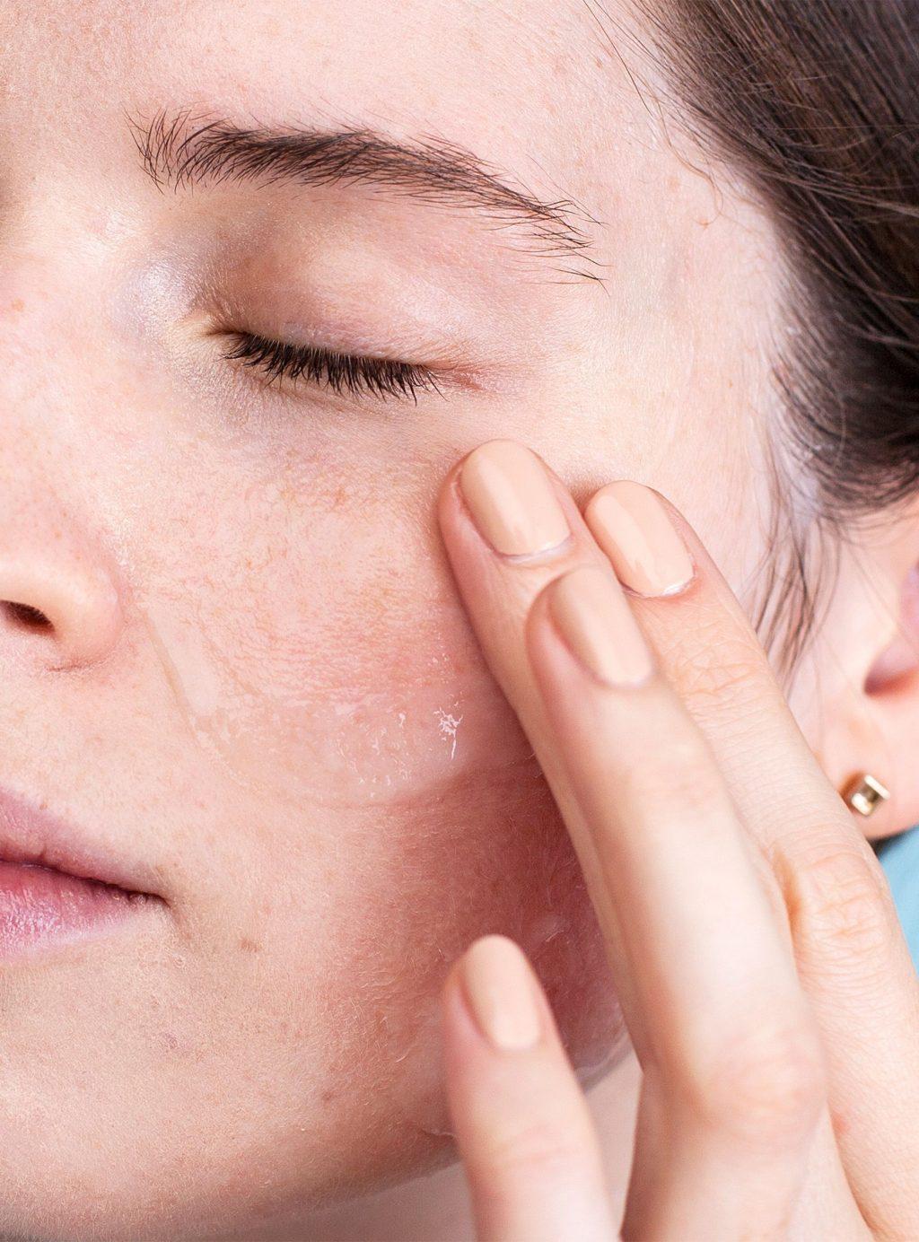 gel nha đam giúp hạn chế sự hình thành vết chân chim quanh mắt