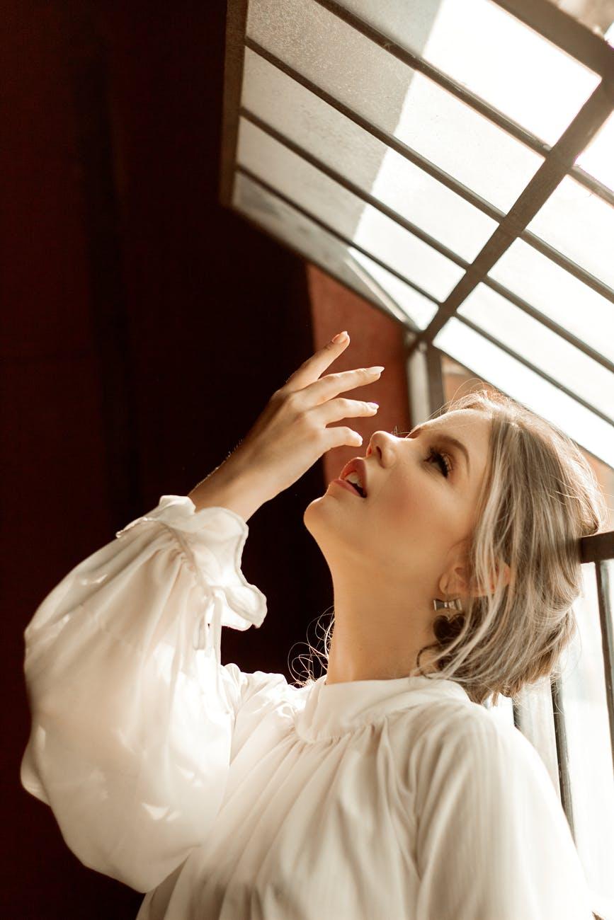 Skin fasting-Cô gái áo trắng.