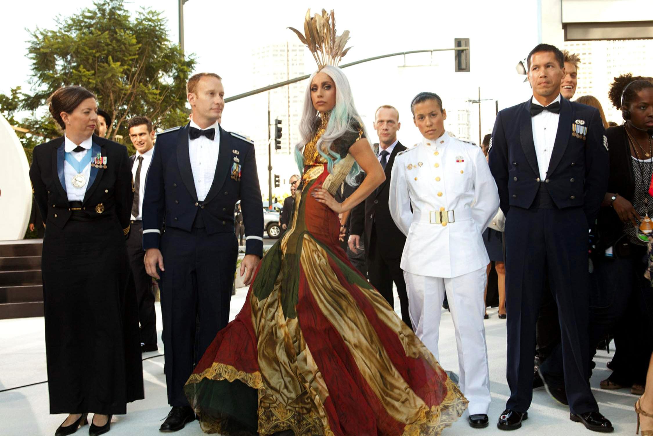 Lady Gaga trên thảm đỏ VMA 2010