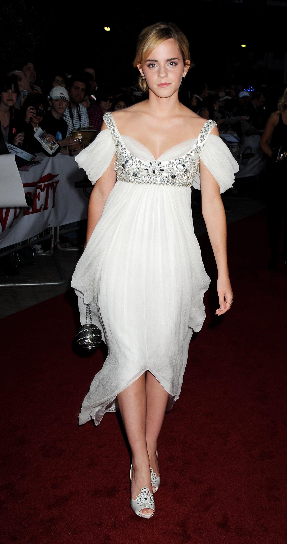 Nữ diễn viên Emma Watson trong chiếc đầm của NTK Alexander McQueen