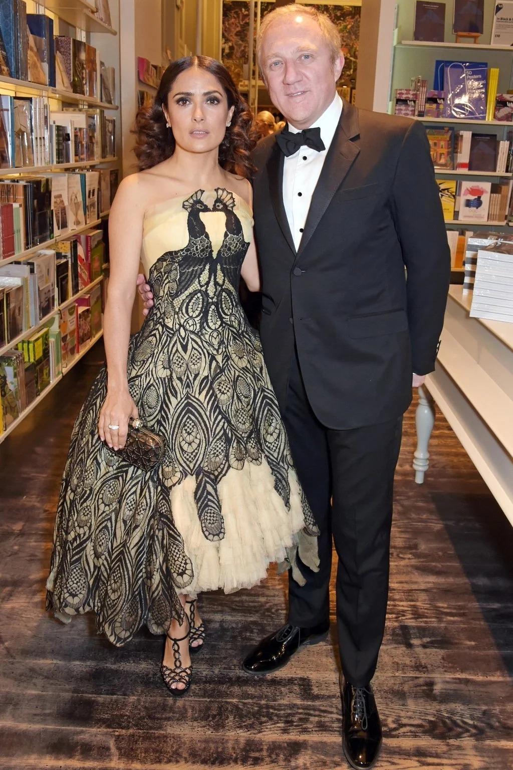 Salma Hayek mặc một thiết kế từ BST Thu - Đông 2008 của Alexander McQueen