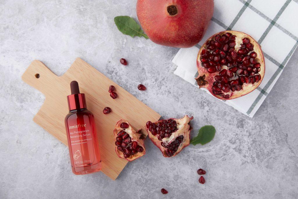 Chống lão hóa với thành phần lựu đỏ từ Jeju Pomegranate Revitalizing Serum