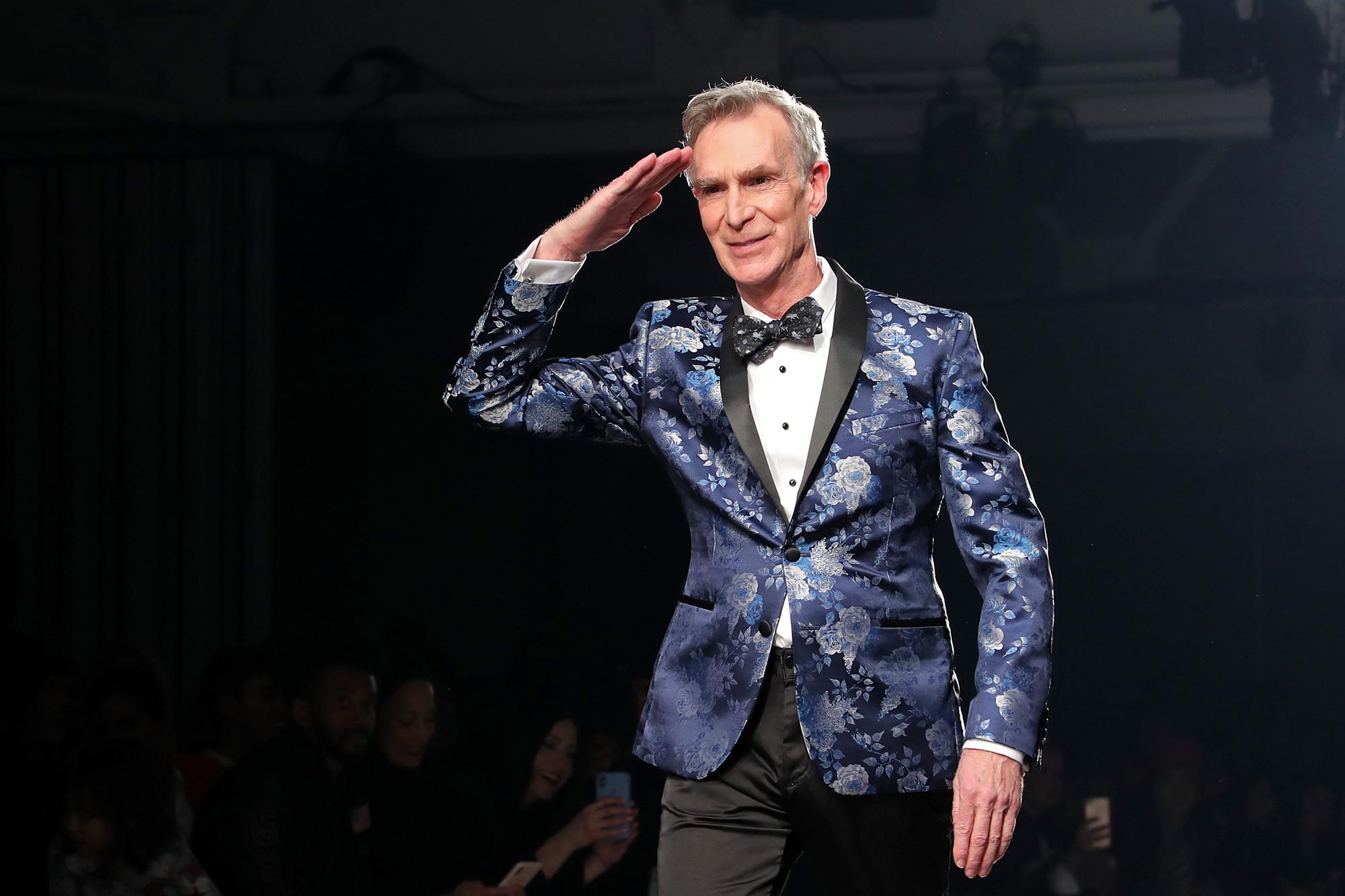 tuần lễ thời trang new york nam thu đông 2020 the blue jacket fashion show bill nye
