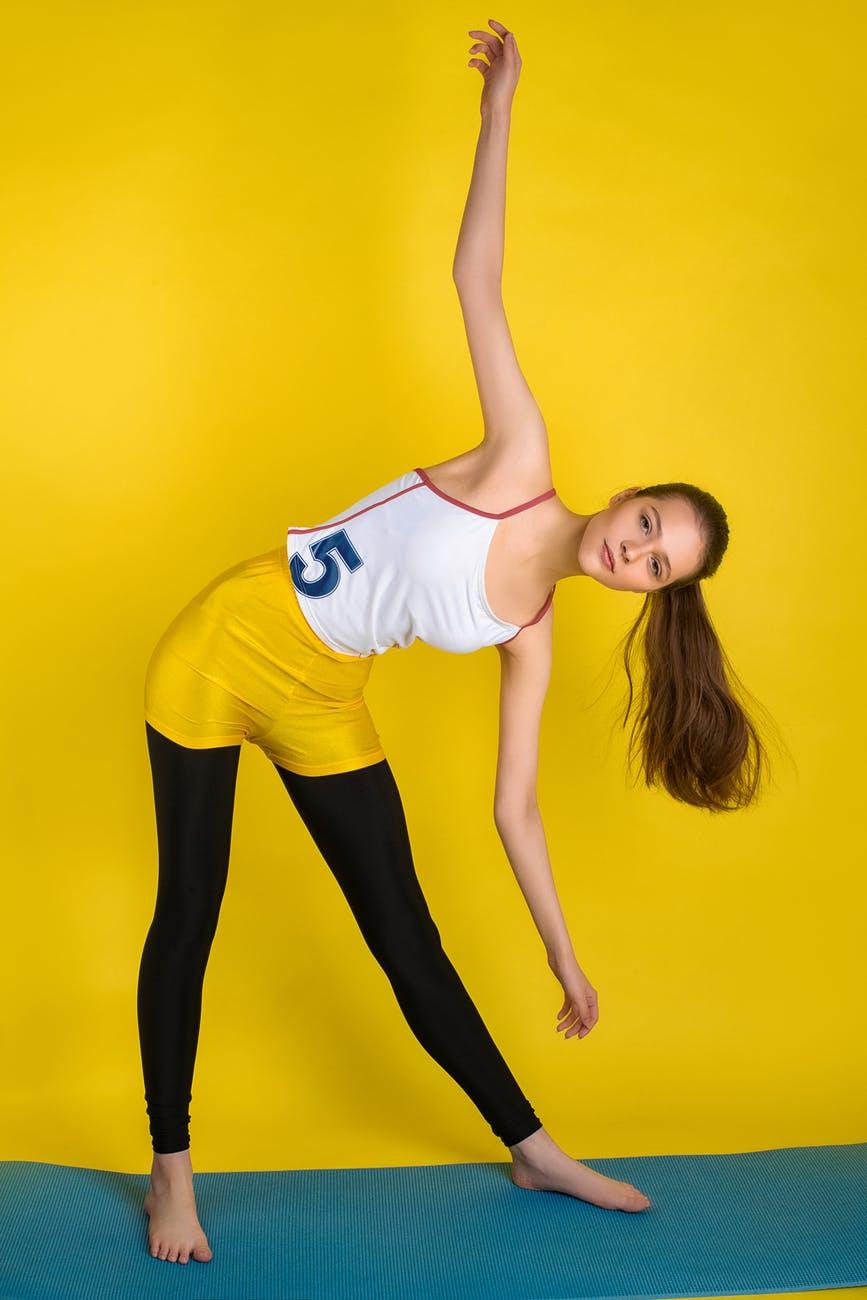 Tăng cường hệ miễn dịch-Cô gái tập thể dục.