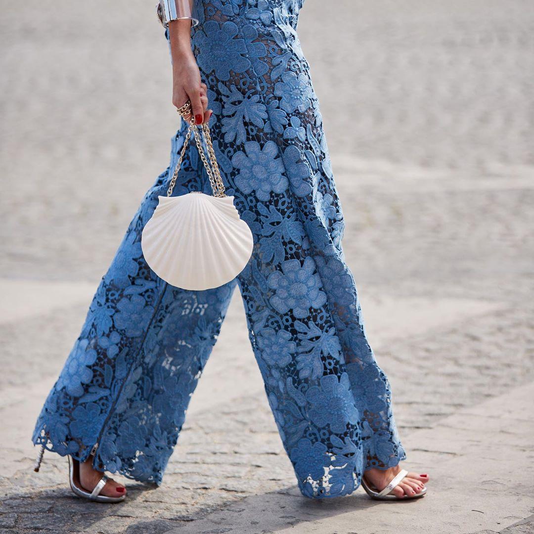 Túi xách hình vỏ sò là mặt là phụ kiện thời trang mà cung hoàng đạo Song Ngư nên thử