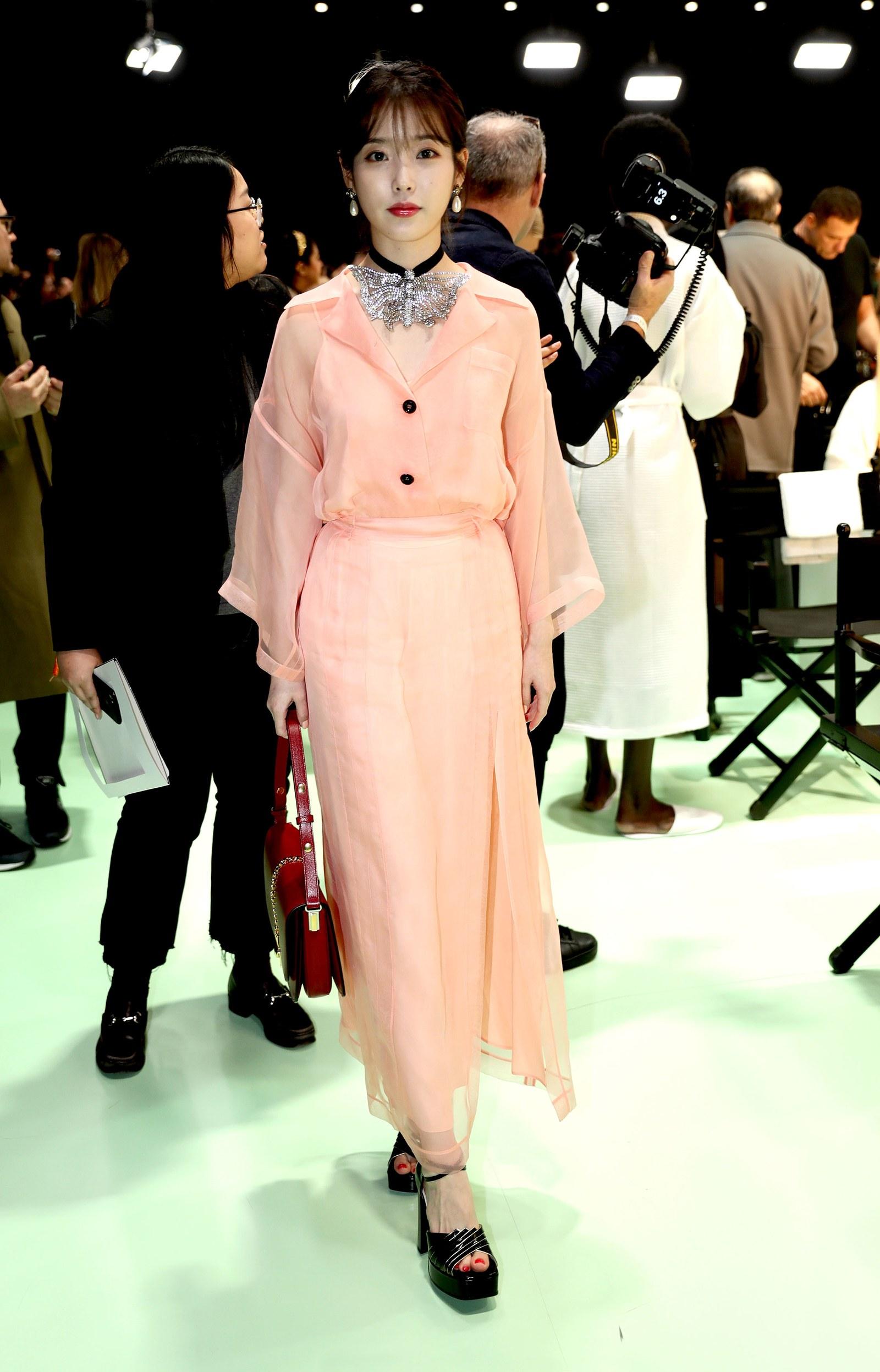 IU trở thành tâm điểm của sự chú ý tại sàn diễn Thu - Đông 2020 của Gucci