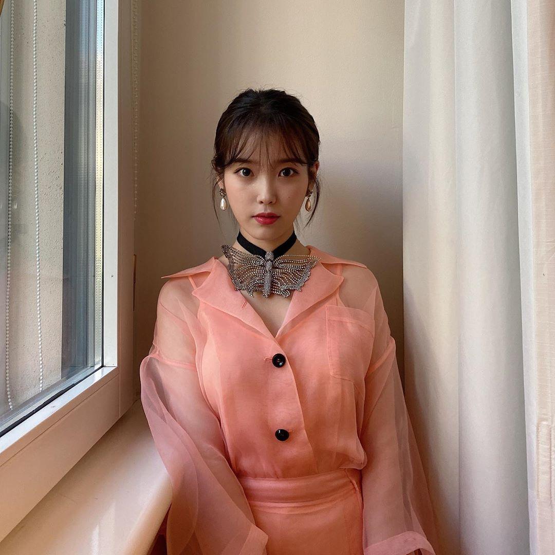 Trang phục của IU tại sàn diễn Thu - Đông 2020 của Gucci