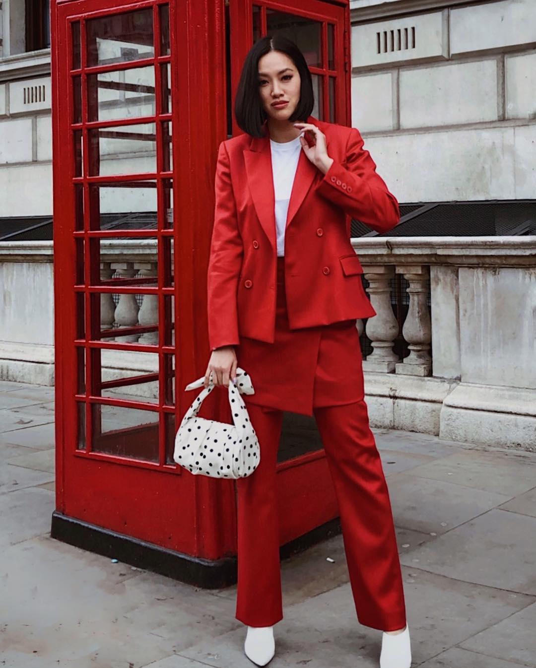 Cách phối màu đỏ trong bộ trang phục sao cho phù hợp