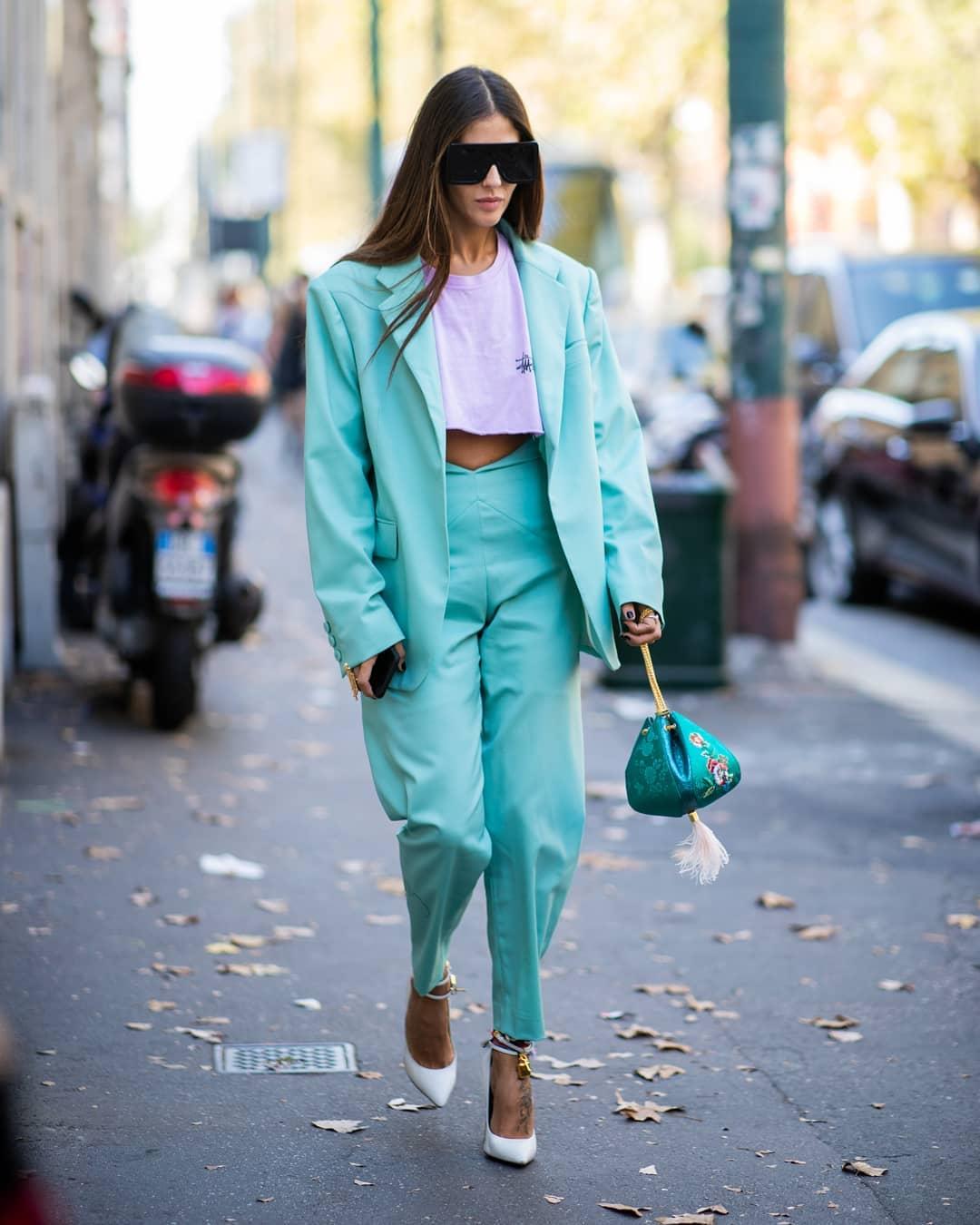 Cách phối màu xanh ngọc vào street style hằng ngày