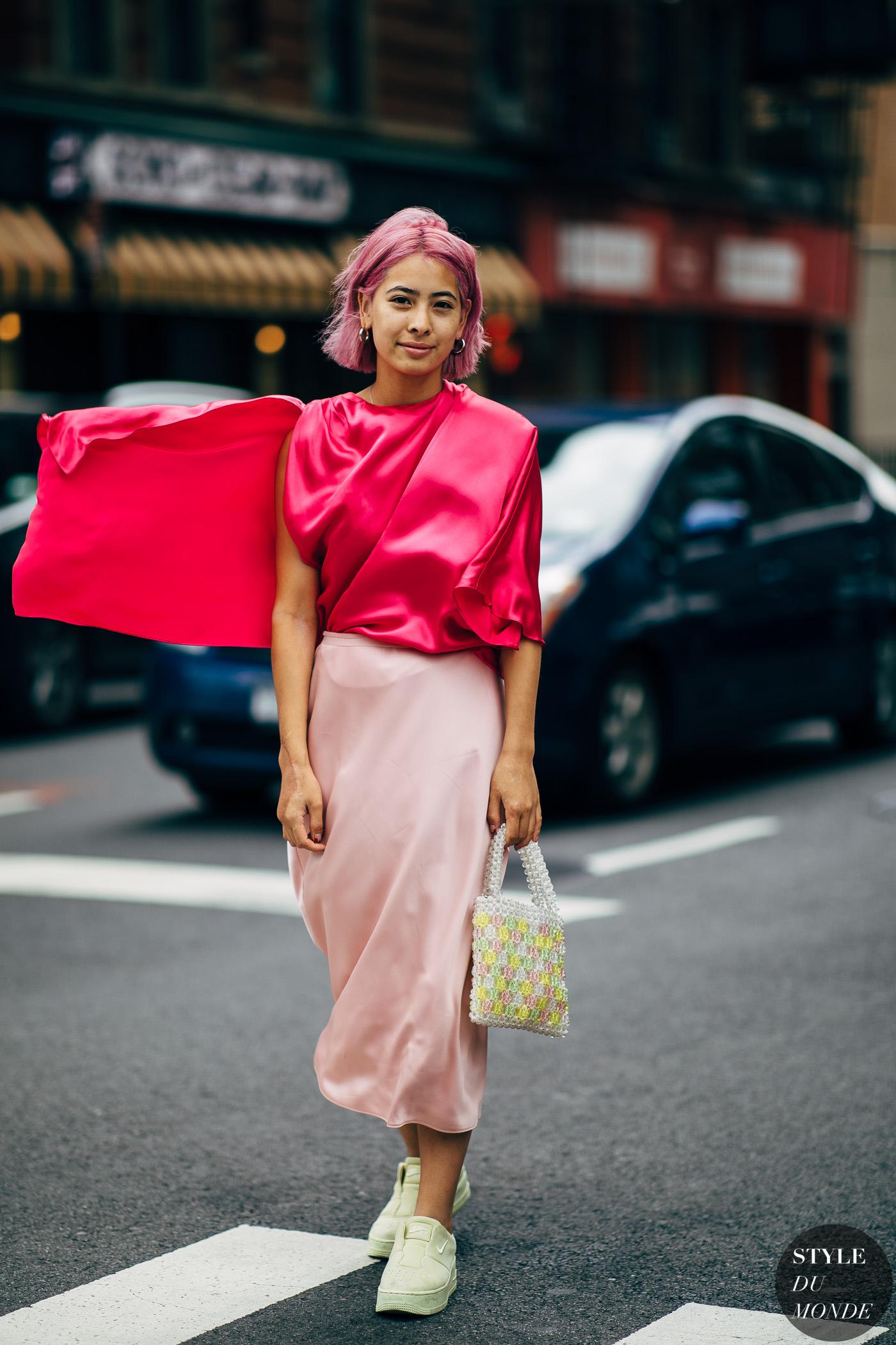 Cách phối màu hồng sen trong trang phục hằng ngày