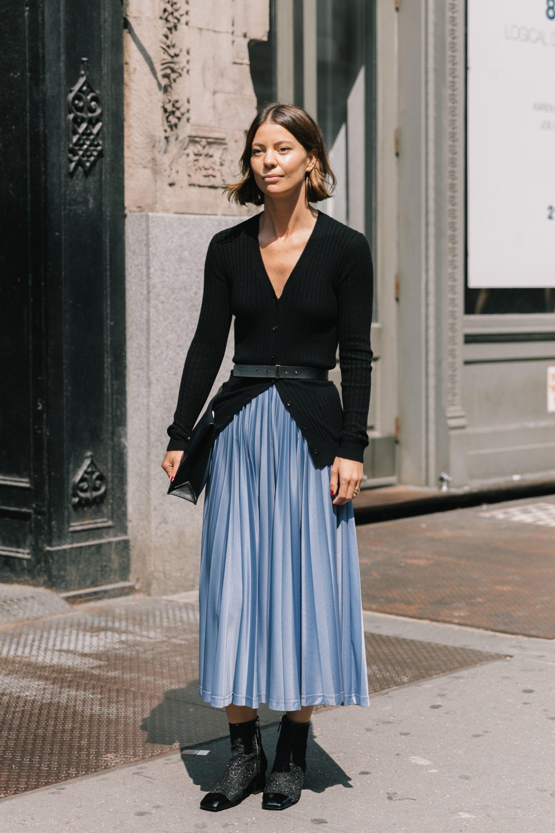 Cách phối màu xanh tím giúp bộ trang phục tươi tắn hơn