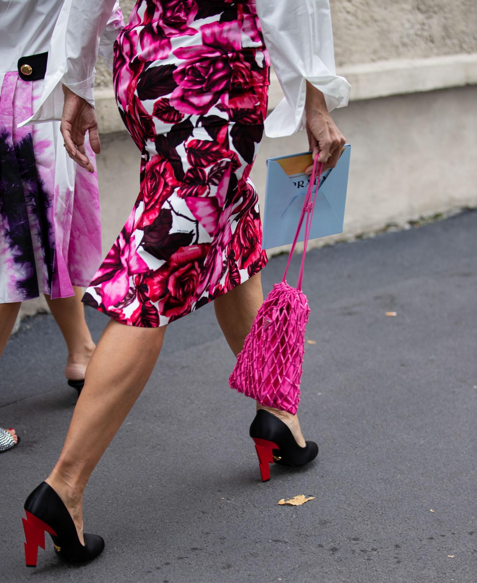 Cách phối màu hồng sen cho trang phục và phụ kiện