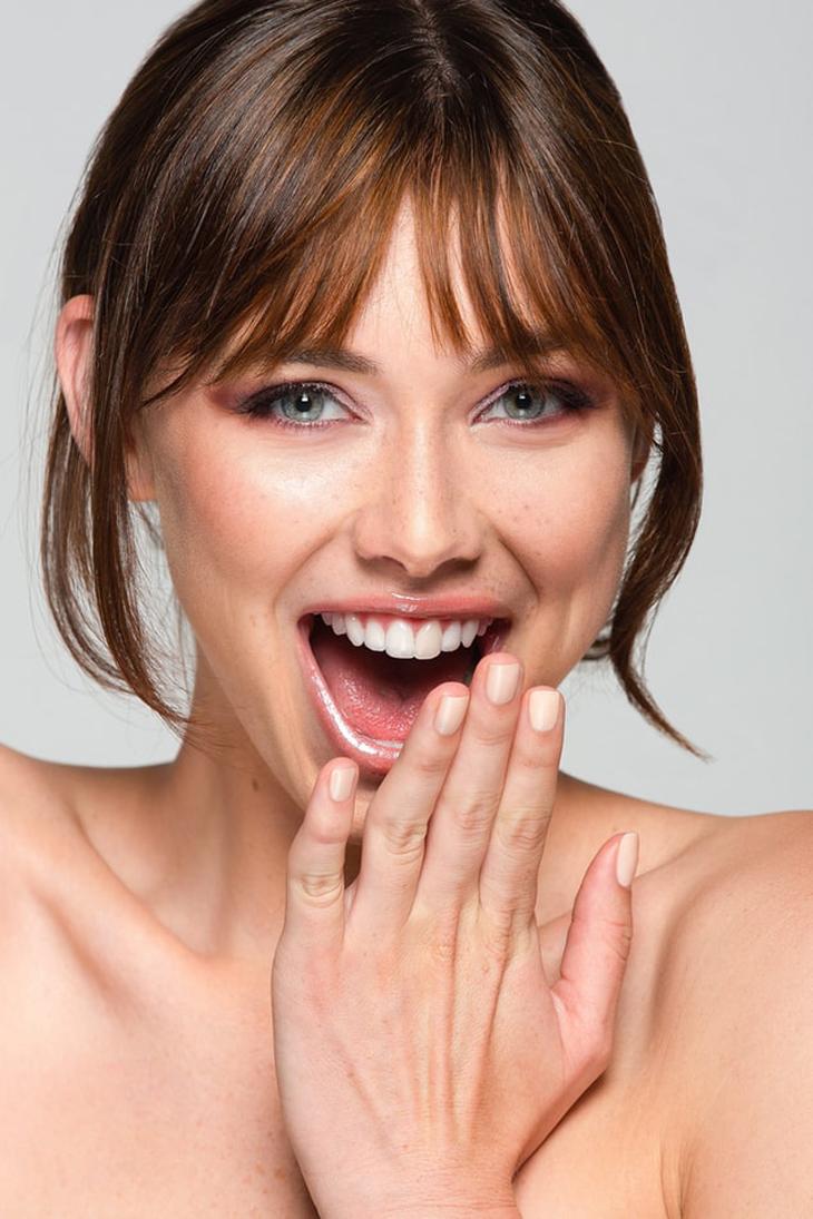 Các bước chăm sóc da của phụ nữ Ý không bao giờ thiếu kem chống nắng. Ảnh: Unsplash.
