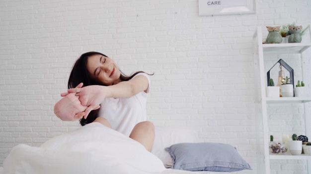 cô gái tỉnh giấc giấc ngủ