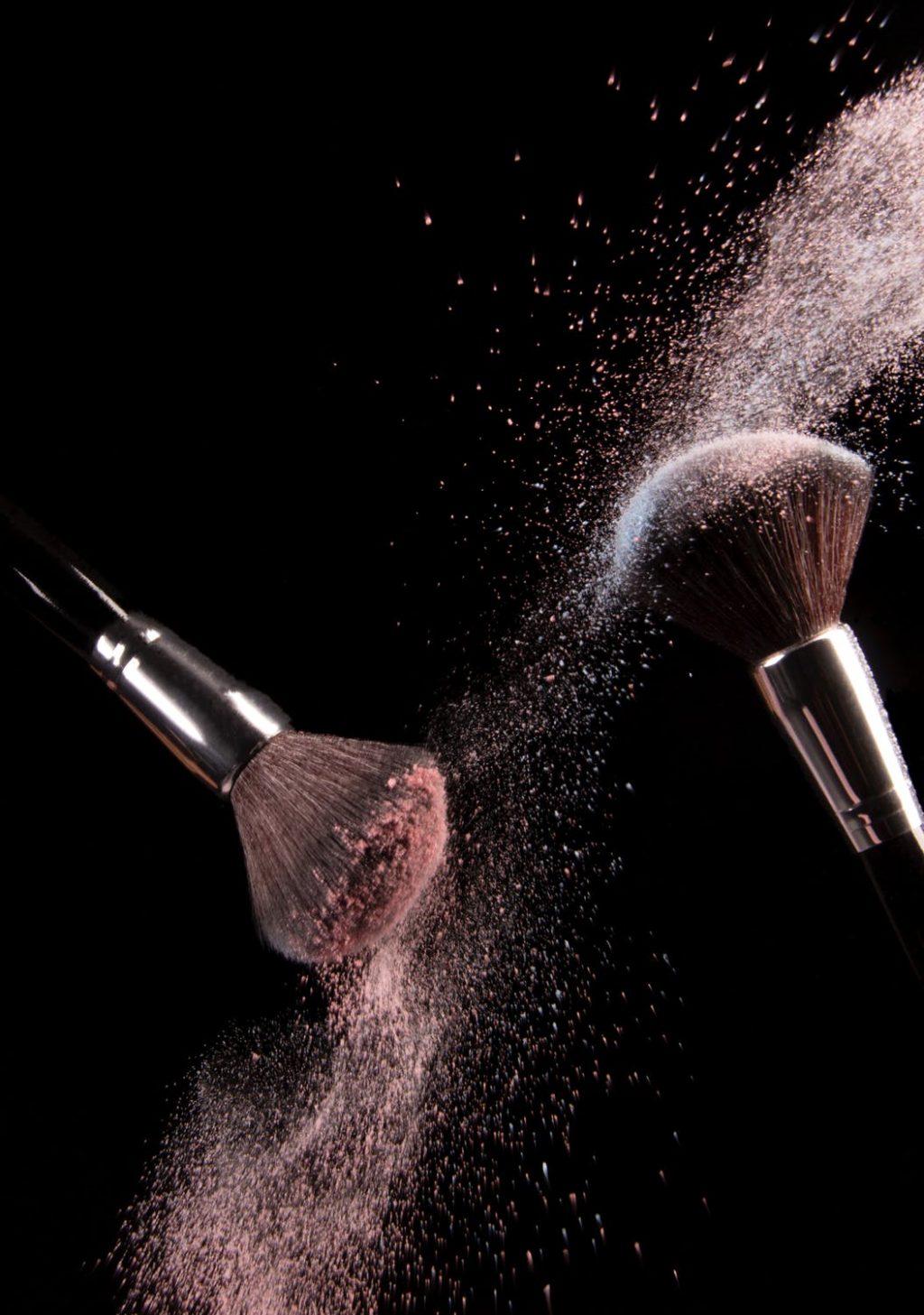 Học hỏi cách trang điểm và đánh má hồng cho gương mặt tròn.