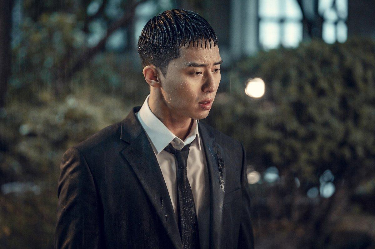 park seo joon đứng dưới mưa