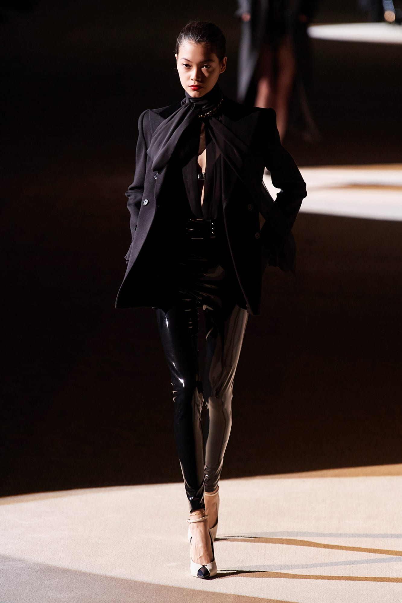 bst saint laurent thu đông 2020 look 2