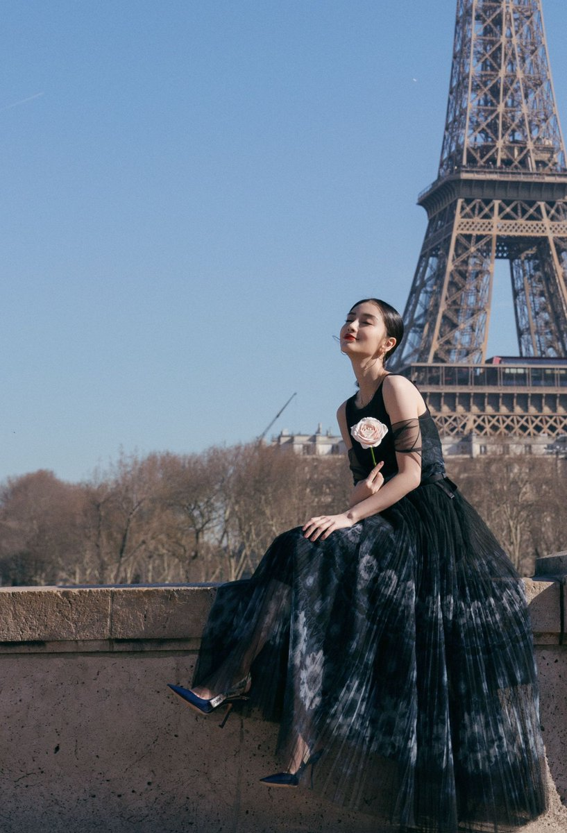 angelababy mặc đầm dior tại paris fashion week