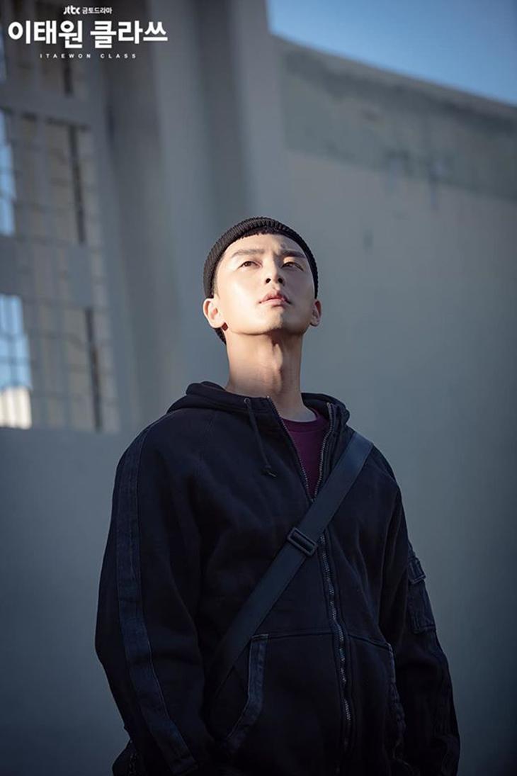 Park Sae Ro Yi ngày mãn hạn tù