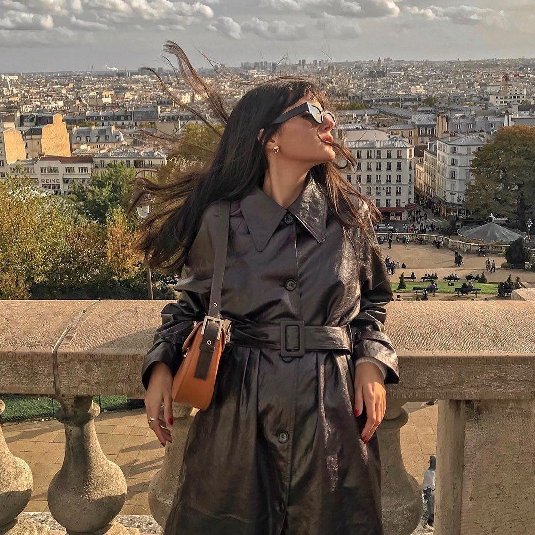Phụ nữ Pháp-Cô gái mặc áo khoác da đen.