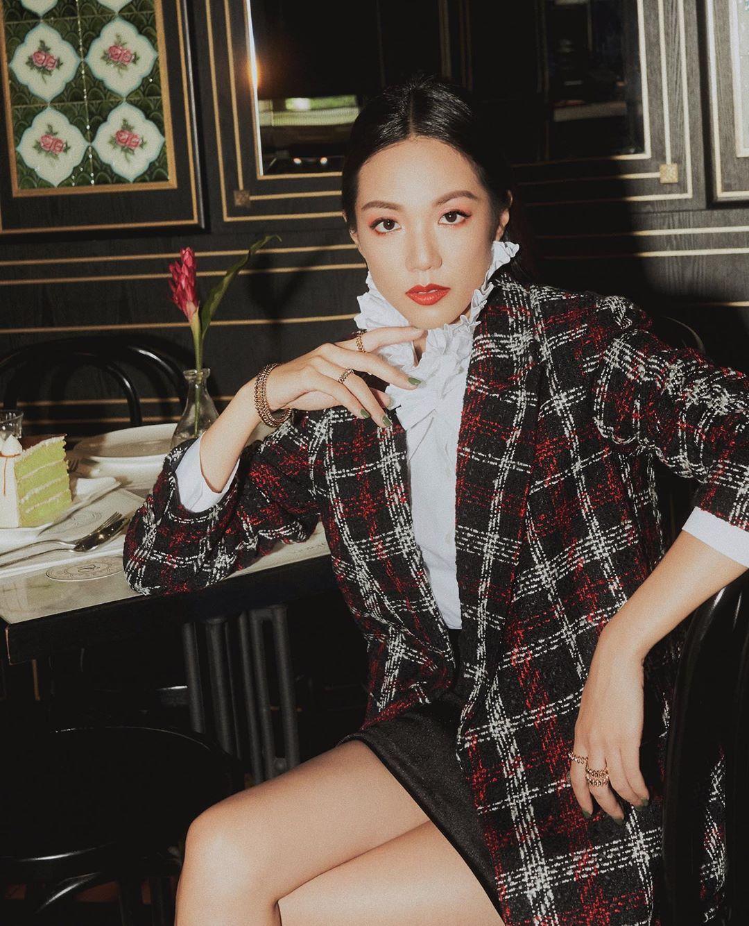 Mặc đẹp cùng trrang phục đi làm sang trọng với áo blazer chất liệu tweed