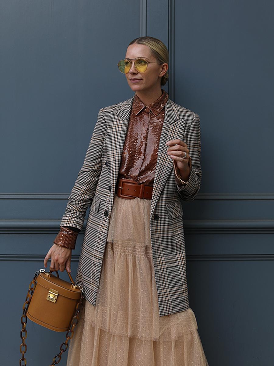 Mặc đẹp cùng cách diện áo blazer kẻ ô đẹp hơn với chân váy voan