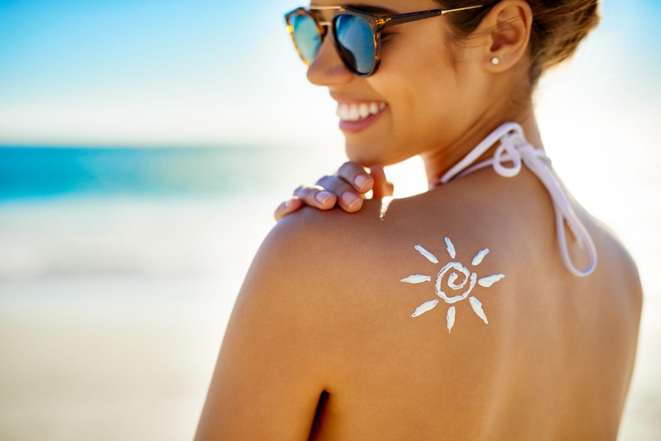 Kem chống nắng-Hình mặt trời trên lưng.