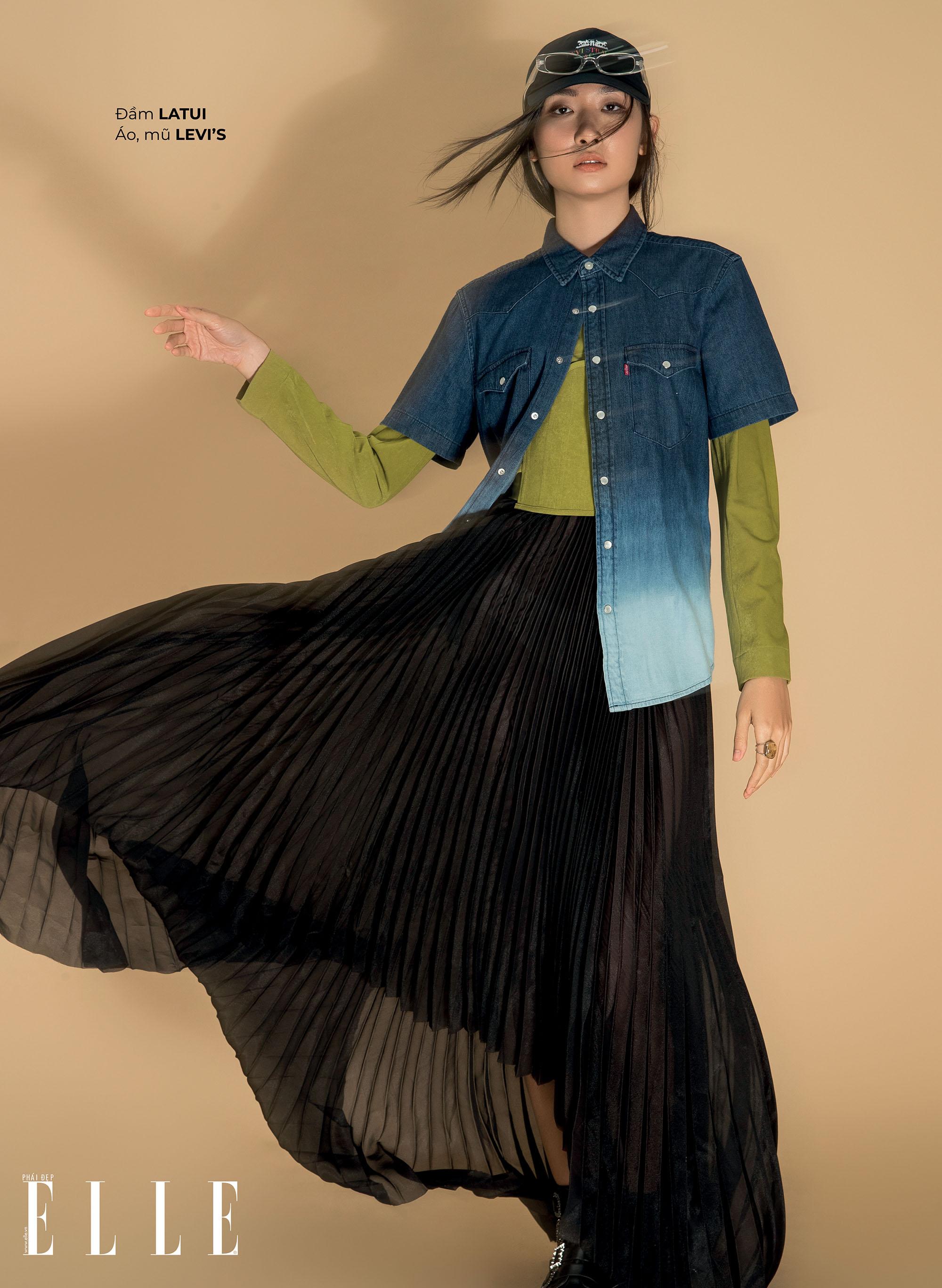 kết hợp trang phục jeans với đầm xanh