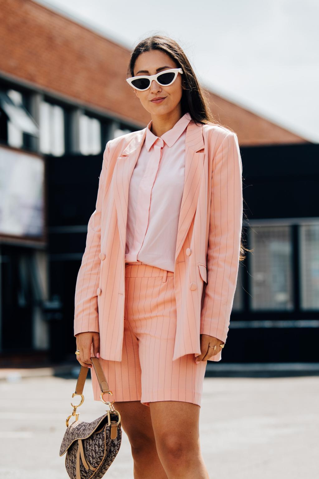 quần bermuda bộ suit hồng kẻ sọc dọc