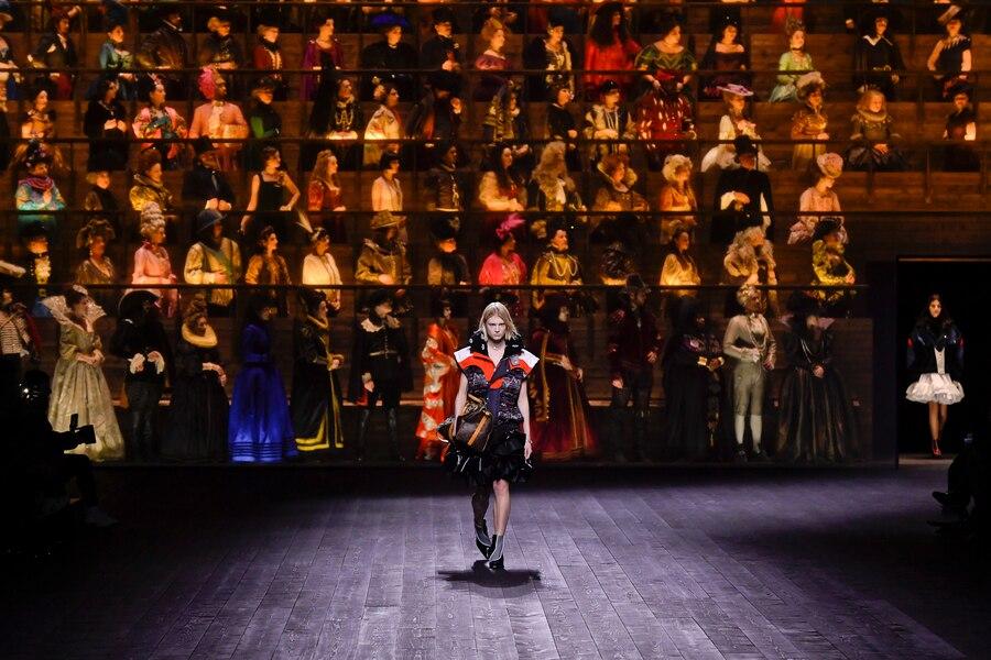 sân khấu louis vuitton thu đông 2020