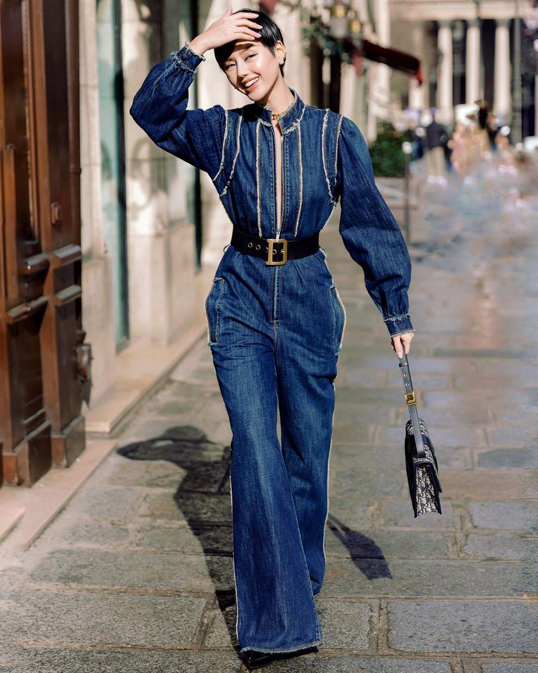 Fashionista Khánh Linh thu hút trong bộ trang phục Dior tại tuần lễ thời trang Paris