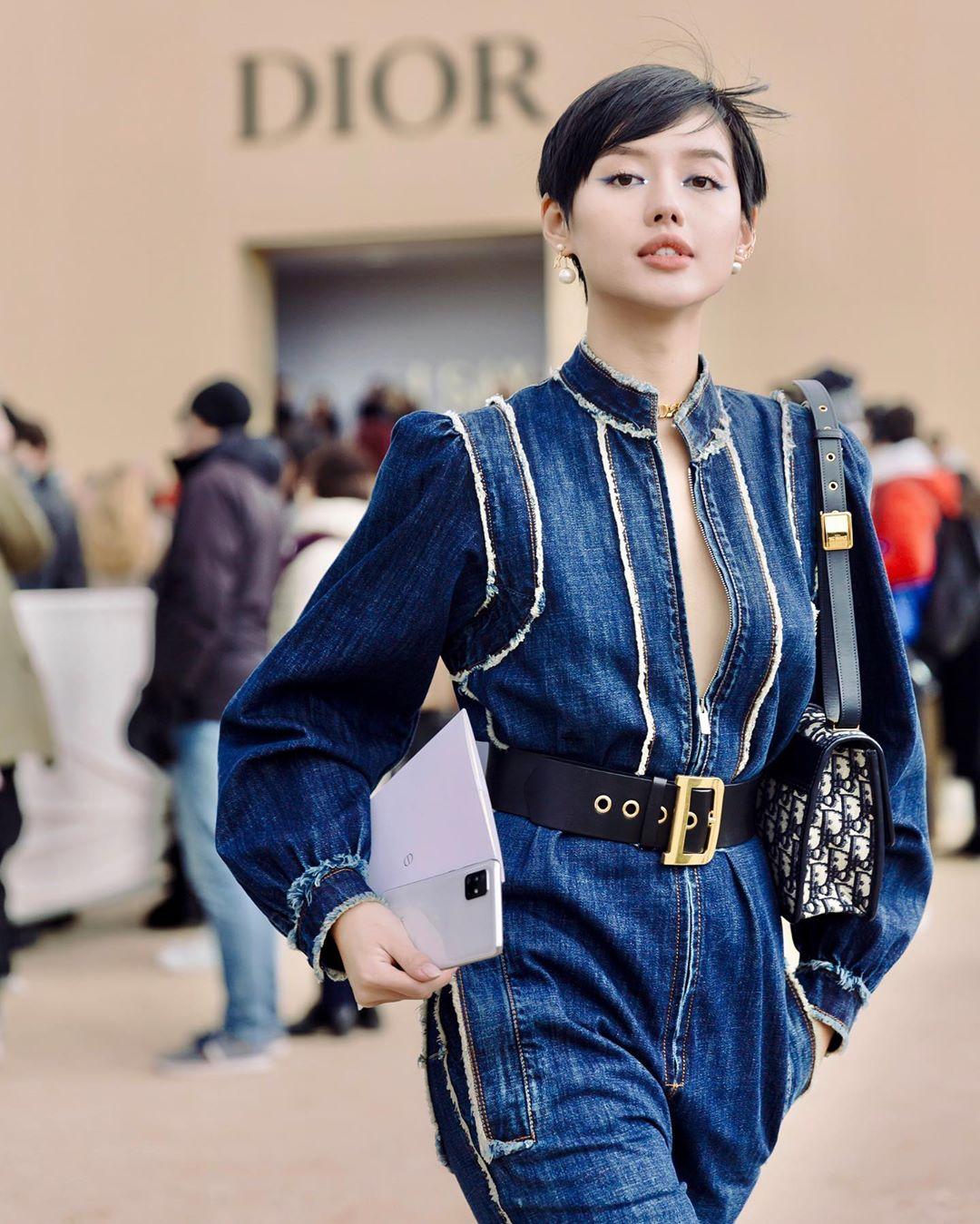 Khánh Linh nổi bật trong bộ trang phục Dior tại tuần lễ thời trang Paris