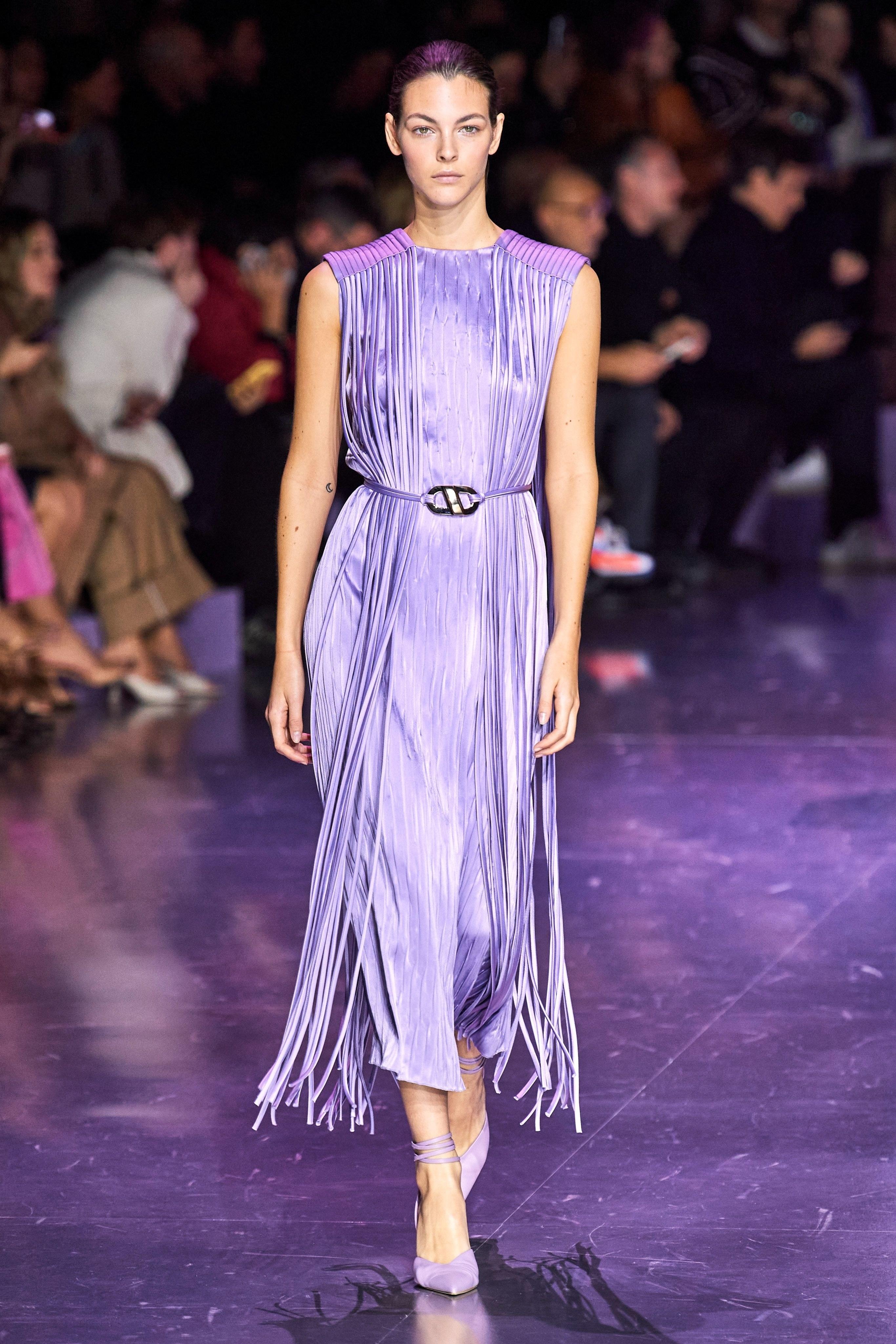 Thiết kế đầm tua rua màu lilac trong BST Boss Thu - Đông 2020