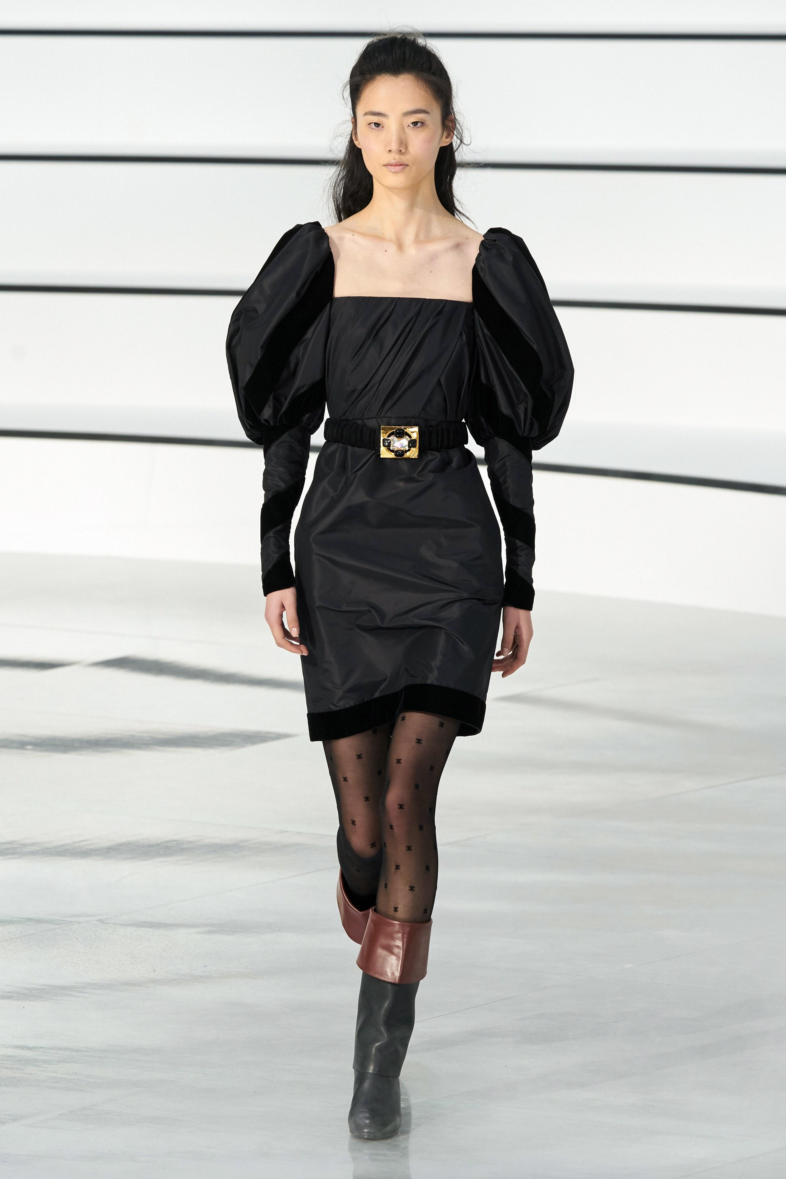 Thiết kế đầm tay phồng từ BST Chanel Thu - Đông 2020