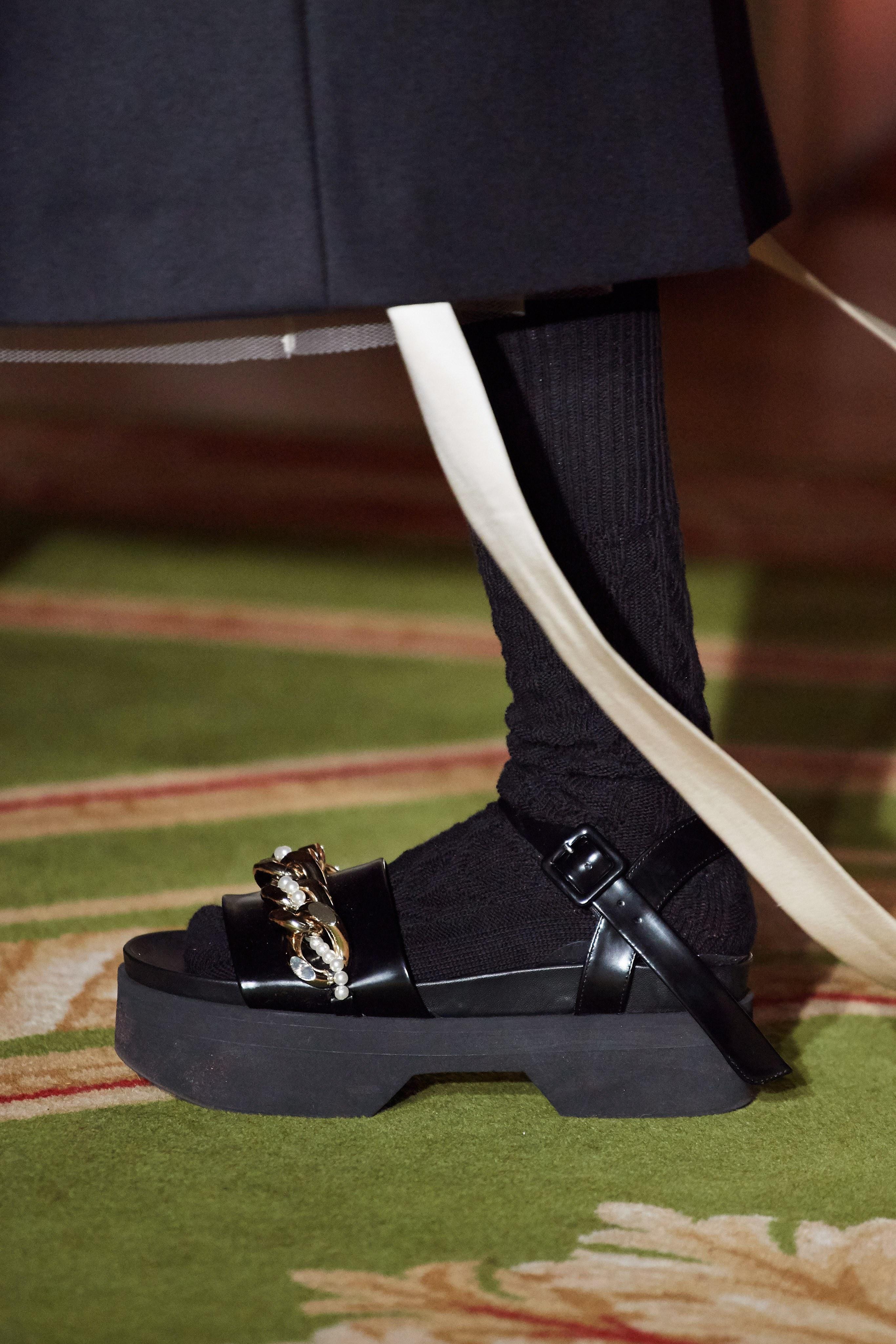 Giày sandals đế thô từ BST Simmone Rocha Thu - Đông 2020