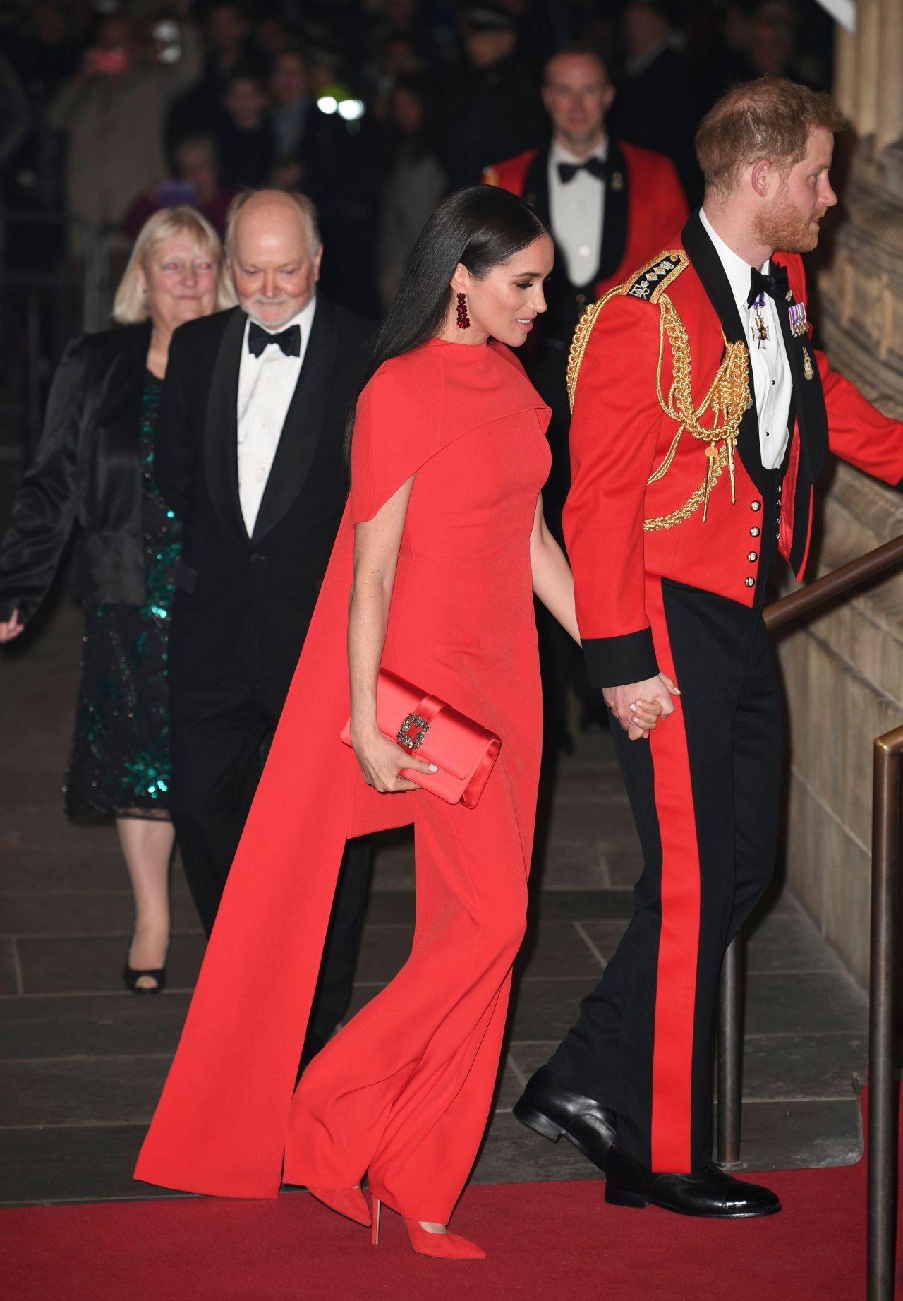 Meghan Markle diện thiết kế đầm đỏ nổi bật trong chuỗi sự kiện hoàng gia cuối cùng
