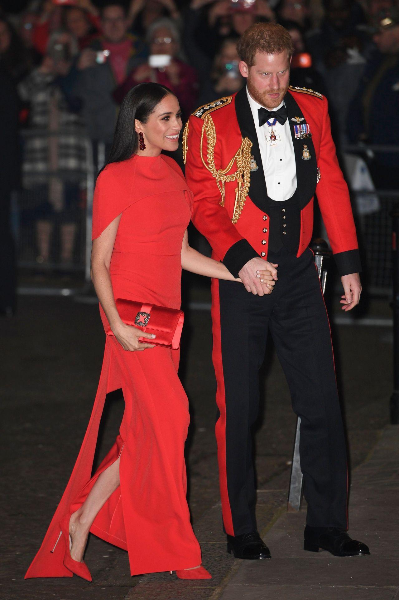 Công nương Meghan Markle diện thiết kế đầm đỏ nổi bật trong chuỗi sự kiện hoàng gia cuối cùng
