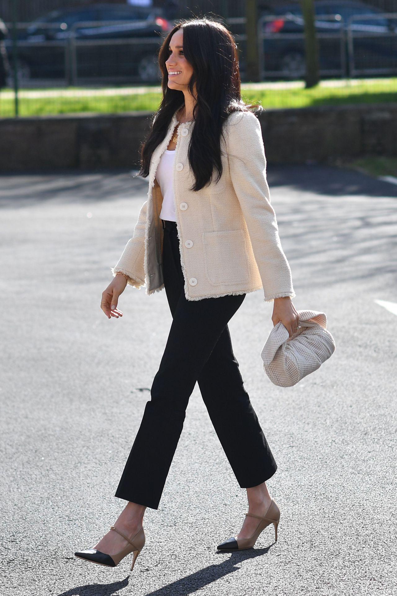 Meghan Markle diện trang phục đơn giản, thanh lịch trong ngày Quốc tế Phụ nữ 2020