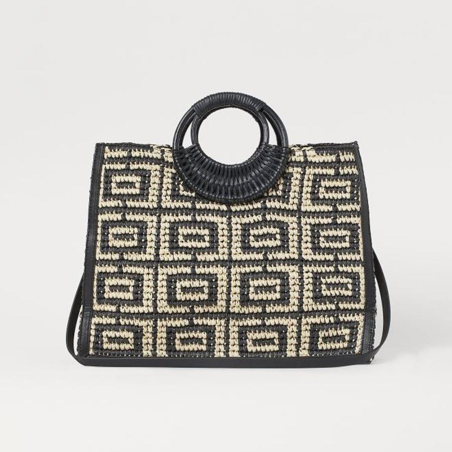 Túi cỡ lớn đan móc họa tiết lạ mắt của H&M