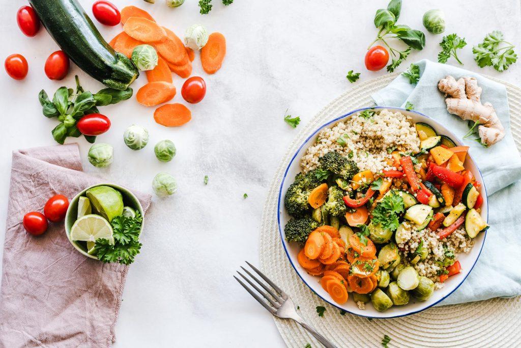 Chế độ ăn dinh dưỡng cũng giúp ngừa mụn hiệu quả.