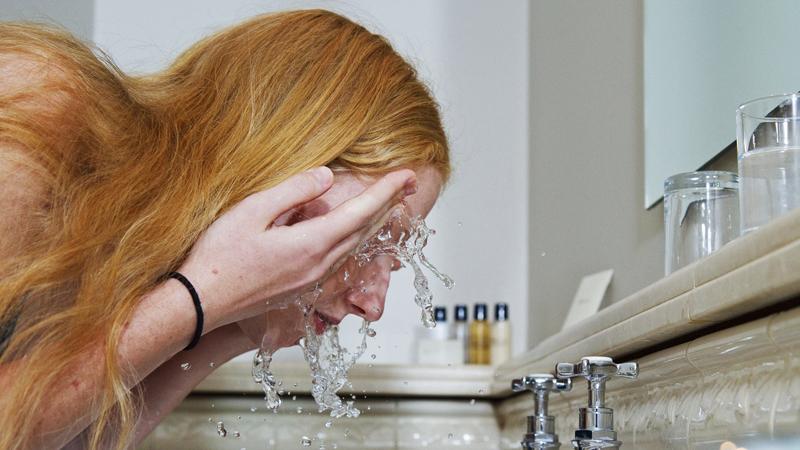 rửa mặt đúng cách để có làn da đẹp