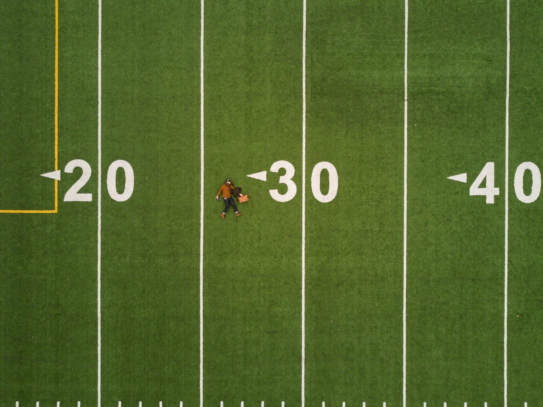 chụp ảnh độ tuổi trên sân cỏ